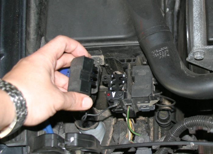 Volkswagen Touran further Opel Antara further Citroen C3 Picasso 1 as well Chevrolet Matiz 1 additionally Peugeot 107. on obd connector location